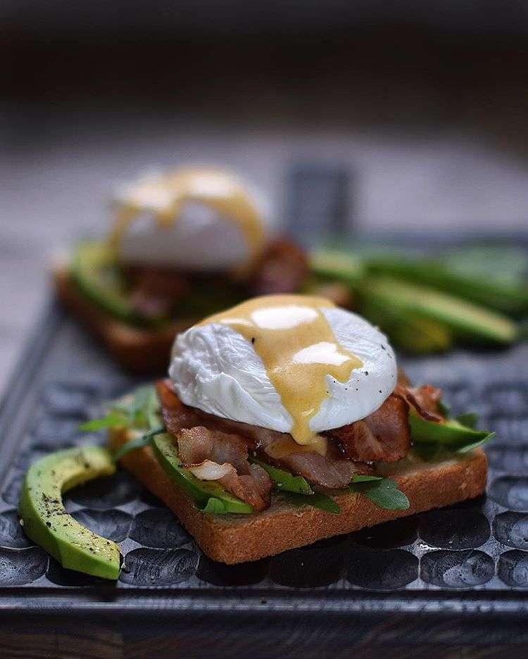 Семейный завтрак: пять способов разнообразить блюда из яиц (стоит попробовать!)
