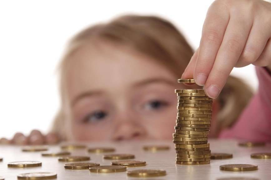 Недетский вопрос: как и когда начать обучать ребенка управлять финансами