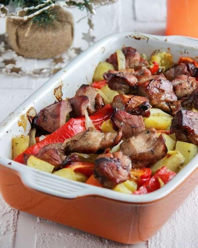 Простой ужин для всей семьи: как приготовить филе бедра индейки с овощами