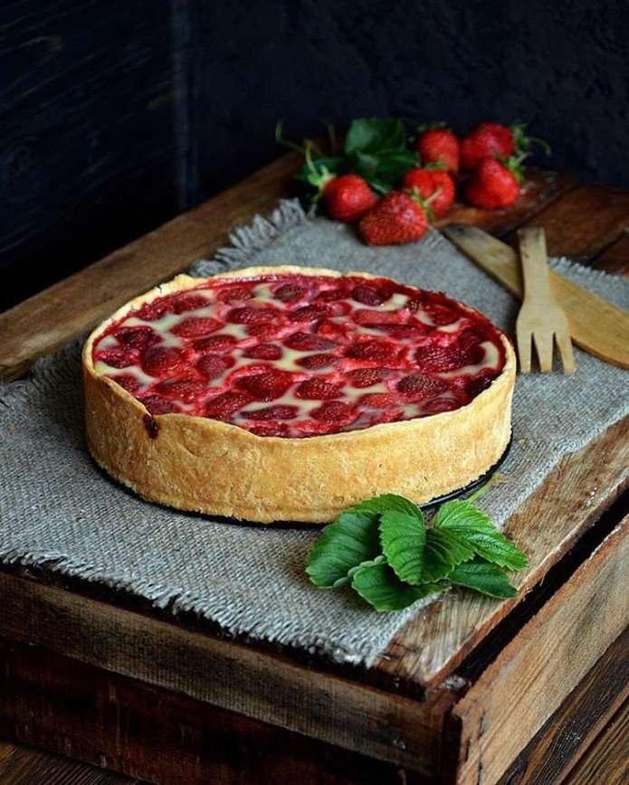 Клубничные десерты: три быстрых рецепта с сезонной ягодой