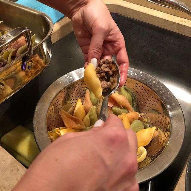 Не для тех, кто на диете: Анна Нетребко рассказала, как готовит конкильони