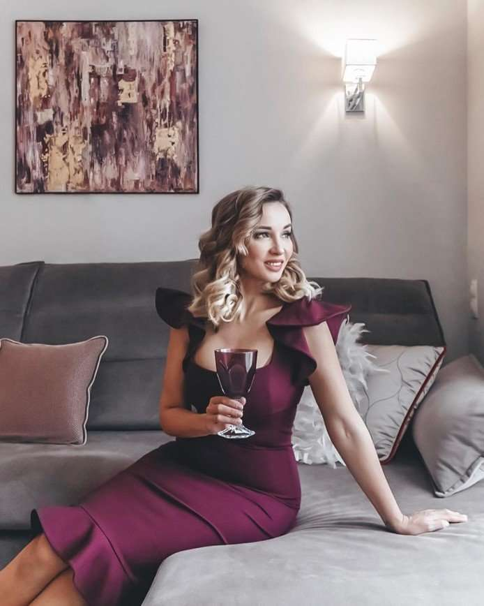 Анфиса Чехова затеяла капитальный ремонт гостиной из-за покупки дивана