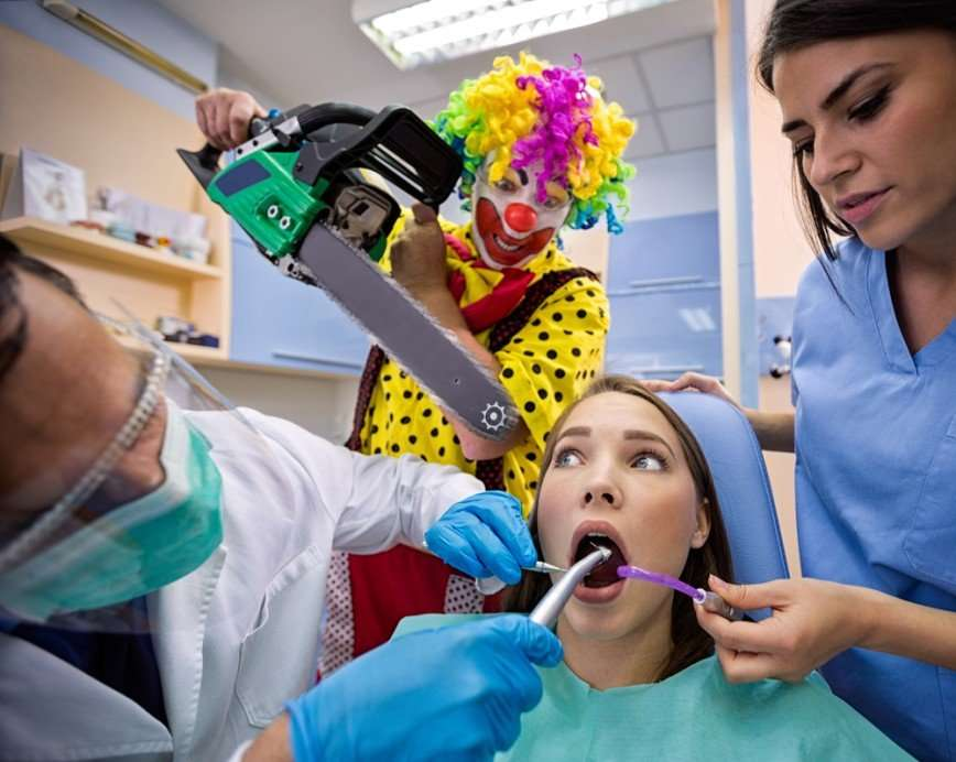 Фальшивые скидки, левые услуги, фокусы с отбеливанием: как нас обманывают стоматологи и можно ли этого избежать
