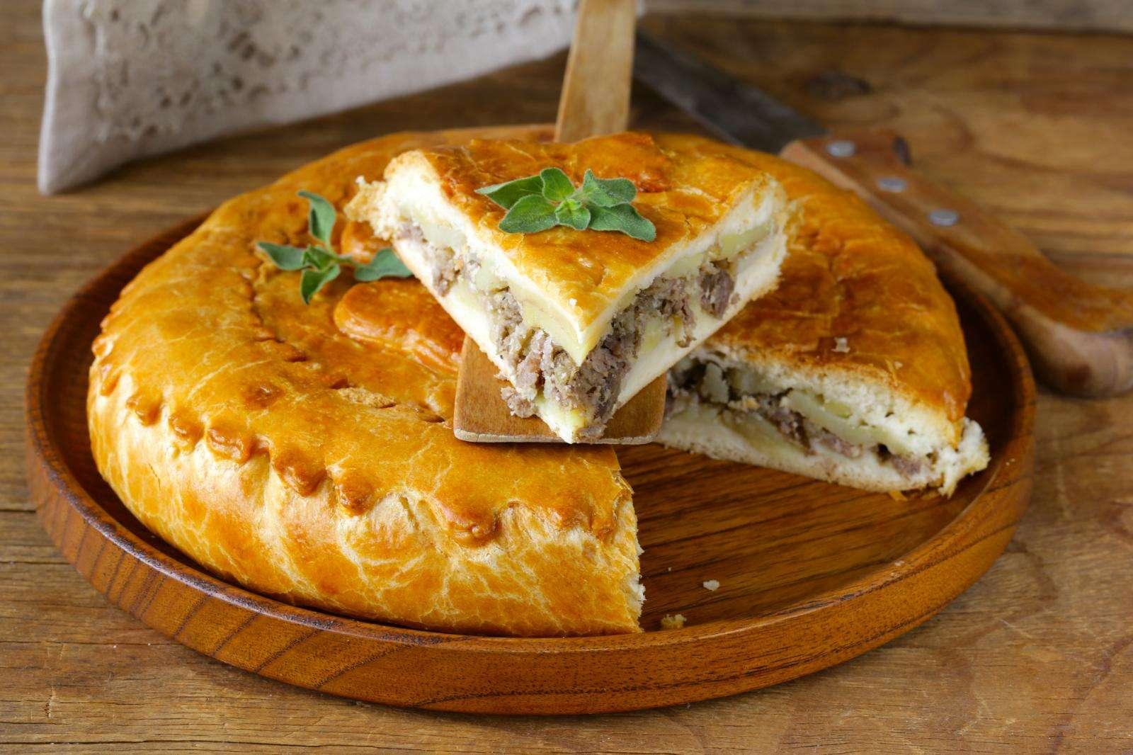 Чтобы угодить даже свекрови: как приготовить «Невесткин» пирог с курицей