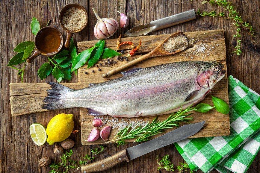 Вкусный ужин за 30 минут: сочная рыба с овощами от Раисы Алибековой