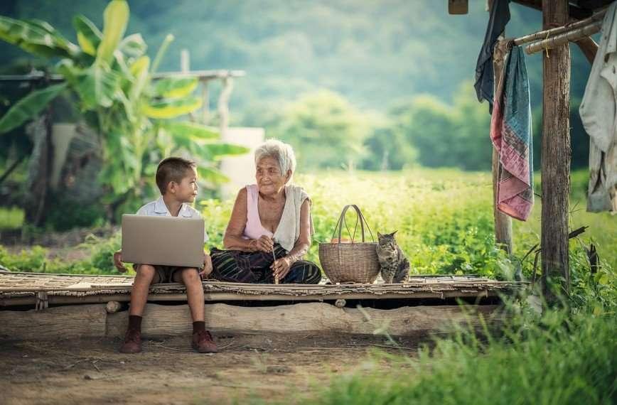 Ребенок и бабушки