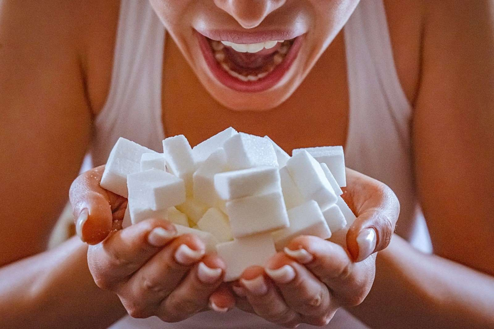 8 симптомов того, что вы едите слишком много сахара