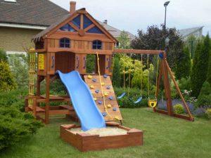 Игровой комплекс с горкой для ребенка на дачу